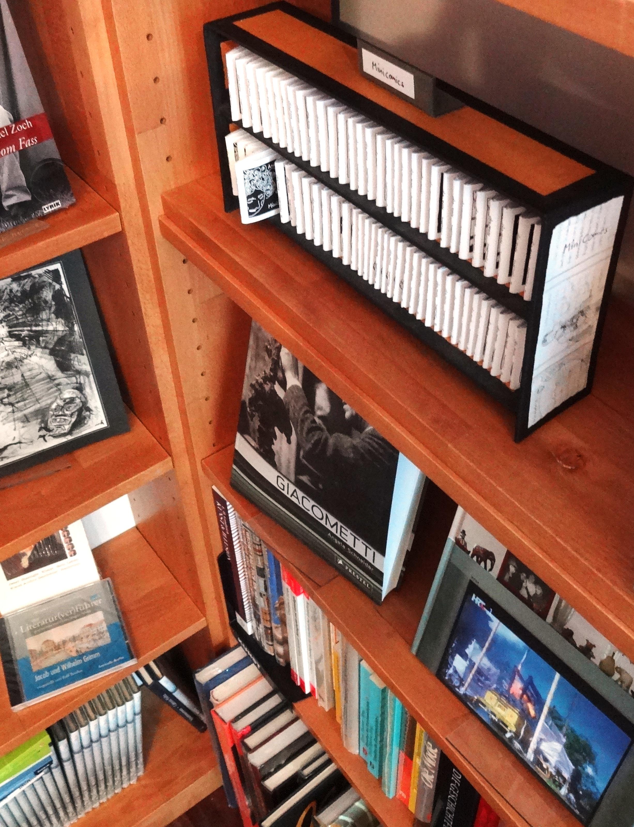MiniComics im eigenen Regal im Buchladen