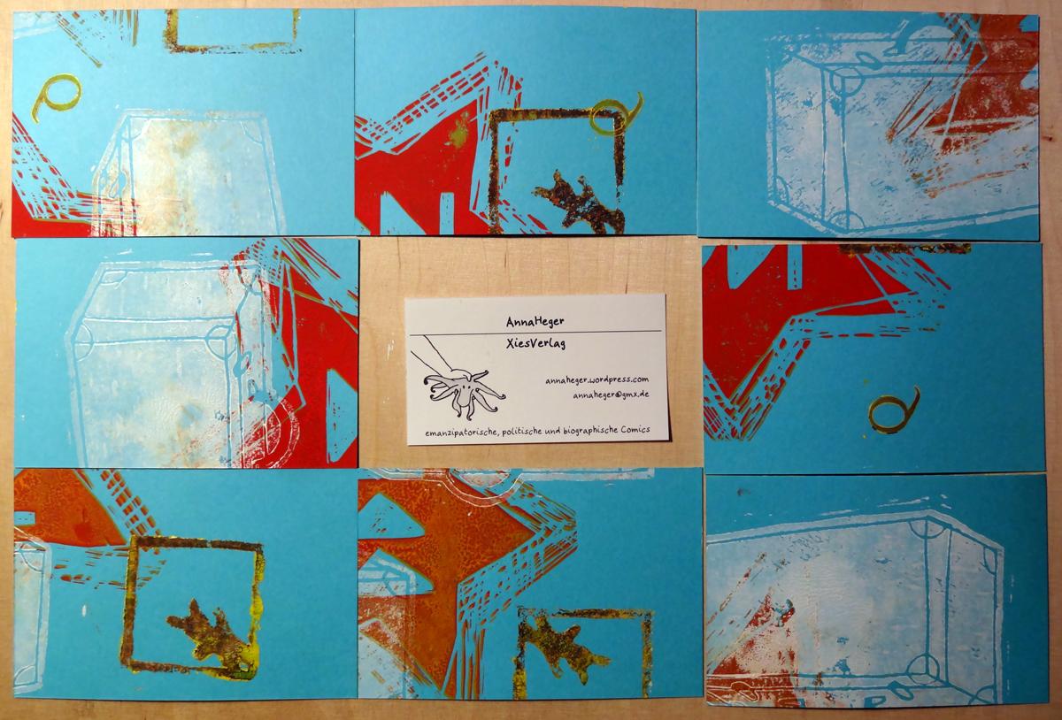 Foto von verschiedenen Rückseite der Visitenkarte aus blauem Karton mit buntem Linoldruckelementen