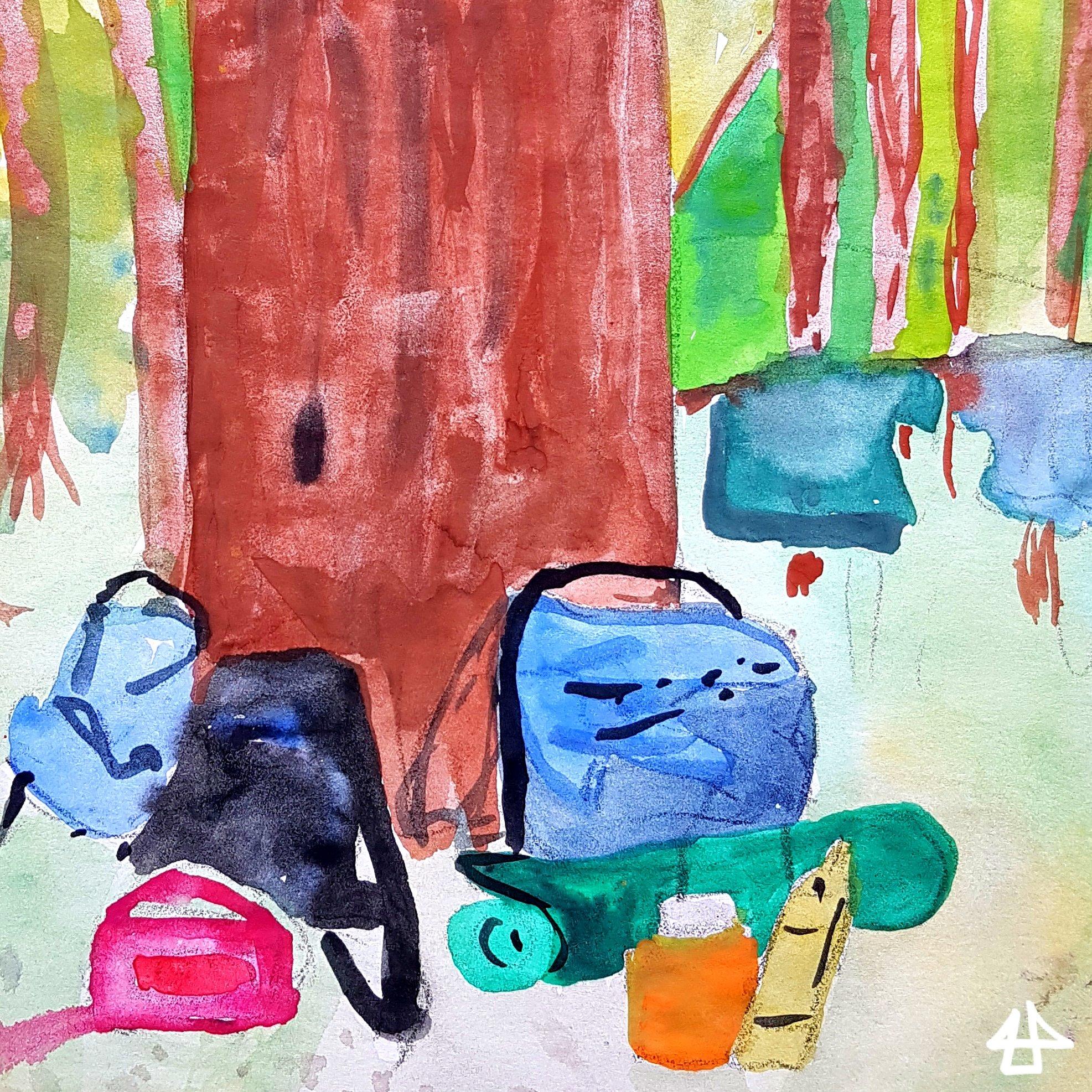 Schulmalfarben auf einfachem Papier. Große und kleine Wanderrucksäcke lehnen an Baumstamm und über Zweigen daneben trocken zwei T-shirts