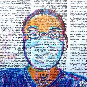 Buntstiftzeichnung auf Wörterbuchpapier, weißer Mensch weit aufgerissen Augen, guckt freundlich und hat eine weiße Mund-Nasen-Maske.