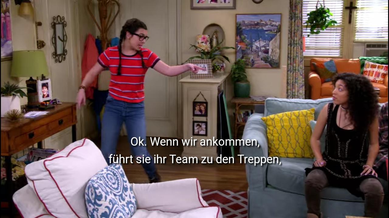Elena mit rotem Shirt und Zöpfen ordnet an: Ok wenn wir ankommen, führt sie ihr Team zu den Treppen.