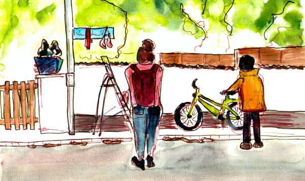 Aquarellierte Zeichnung, zwei Menschen stehen in einer Wohngegegend vor dem Strassenschild mit Kunstinstallation, daneben ist noch eine Standleiter zu sehen.