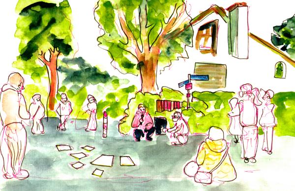 Aquarellierte Zeichnung, ein Stadtrad spricht mit Mikro an einer Strassenecke vor einem großen Einfamilienhaus. Die zuhörende stehen in weiten Kreisen um ihn und einen mit zusätzlichen Aufnahmegerät herum. Sie sind nur vage skizziert.