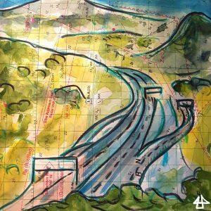 Aquarellierte Buntstiftzeichnung auf altem Kartenpapier: eine sich vielfach teilende Schnellstraße verschwindet zwischen den Hügeln in der Ferne.