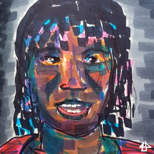 Zeichnung mit Federhalter und Filzstiften einer schwarzen Frau mit rotem Oberteil. Die Perlen ihrer geflochtenen Ponyfrisur rahmen ihr Gesicht ein. Das Gesicht ist mit vielen überlagerten Farben moduliert: Gelb- Lila- Blau- und Brauntöne.