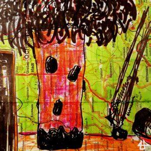 Filzstiftzeichnung auf alter Landkarte. Ein Eukalyptusstrauch in einer großen unregelmässigen Tonvase mit dunklen Dekoelementen auf einem Schreibtisch.