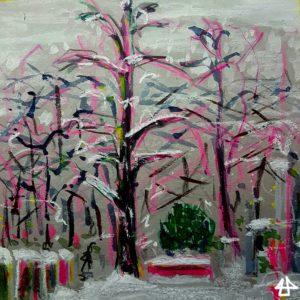 Buntstifte und Aquarell auf grauem Karton, im Vordergrund einige Grabsteine, in der Mitte ein großer Baum ohne Laub mit Schnee auf den Ästen, im Hintergrund ein Gebüsch, ein abgedecktes zugeschneites Wasserbecken und viele Bäume.