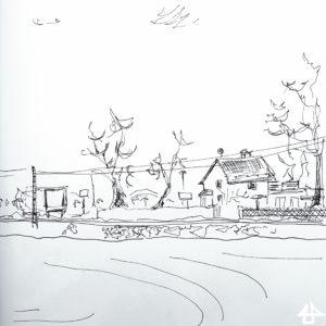Füllerzeichnung schwarz auf weissem Papier. Einzelnes Haus, große Bäume, Bahnschiene und Lieferauto hinter einem frisch gepflügten Feld.
