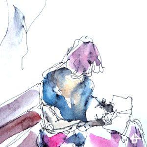 Krakelige Füllerzeichnung schwarz auf weissem Papier mit verlaufenem sparsammen Aquarell. Mensch mit halblangen lockigen Haaren sitzt auf einer Bank und zeichnet in eine Skizzenbuch.