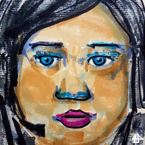 Filzstiftzeichnung: weiße Person mit schwarzen langen Haaren, die das Gesicht einrahmen. Der Mund ist pink geschminkt und die Augen sind blau mit blauem Lidschatten.