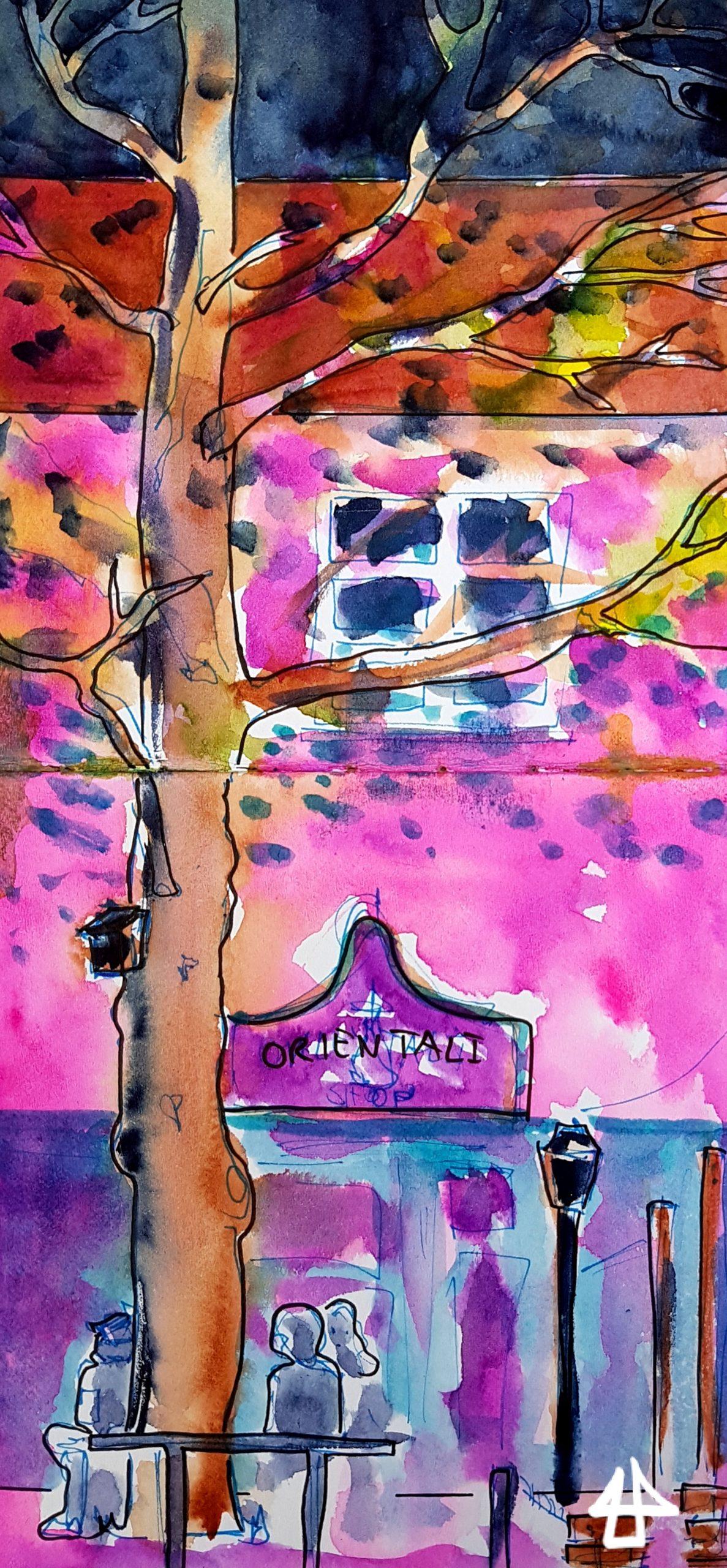 Zeichnung mit Fineliner und Aquarell: Großer Baum, Menschen die sich unterhalten und ein Haus mit Geschäft im Erdgeschoss, alles abendlicher bunt beleuchteter Atmosphäre.