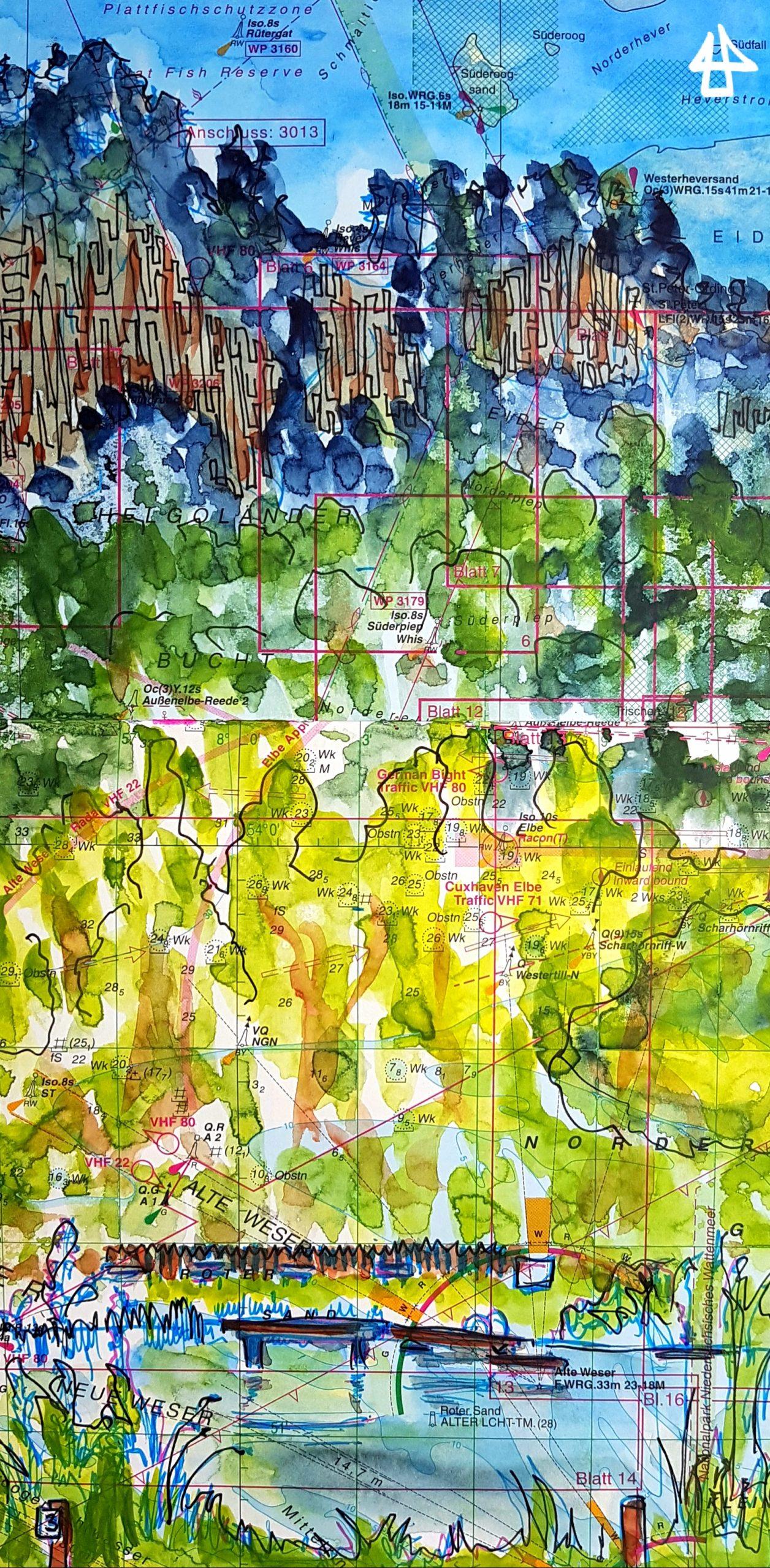 Wasserfarben und Fineliner aus alter Seekarte. Zeichnung eines Teils eines Sees mit Steg, dahinter ein bewaldete Berge die nach oben dunkler werden.