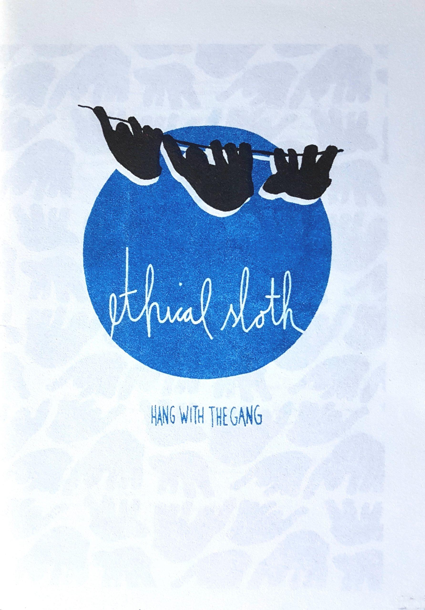 Foto des Deckblatts des Zine mit Titel. Im Risografiedruck ein großer blauer Kreis und darüber schwarz drei Faultiere an einem Seil.