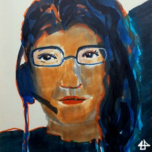 Filzstiftzeichnung eines Portraits: Person hat schwarze glatte lange Haare, eine schmale,gerahmte Brille, ein halbseitiges Headset und schaut ernst.